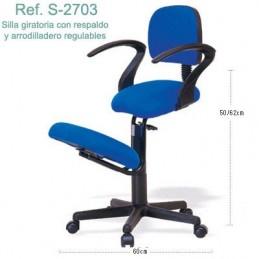 Silla ergonómica con respaldo, apoyabrazos, arrodilladero regulable y ruedas Ecopostural S2703