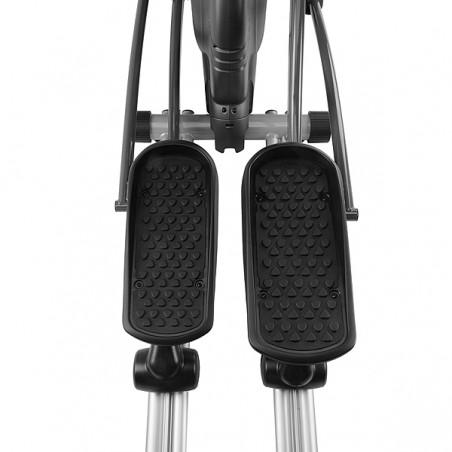 Detalle separación de pedales en la bicicleta elíptica semi profesional BH i.Concept FDR20 Dual con Dual Kit WG800