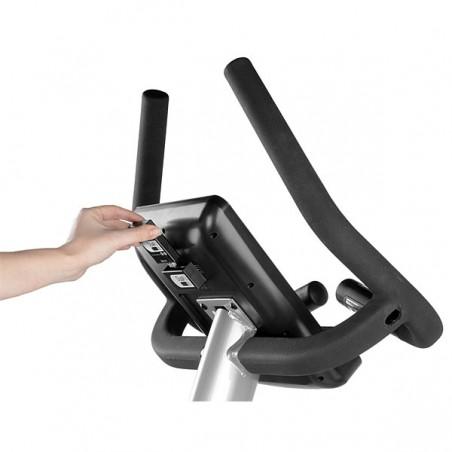 Detalle de la fácil instalación del dispositivo Dual Kit en la bicicleta estática BH ARTIC DUAL
