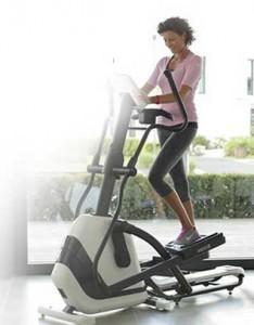 La bicicleta elíptica trabaja extremidades inferiores y superiores sin impacto sobre las articulaciones