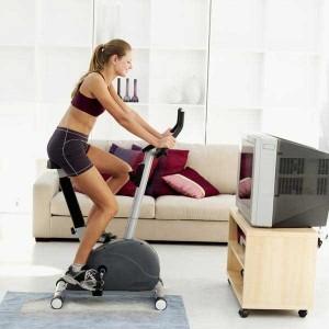Uno de las rutinas más sencillas es utilizar la bicicleta estática para el entrenamiento por intervalos de alta intensidad