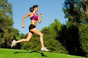 Correr en una pista de atletismo o un parque entra dentro de las rutinas de entrenamiento HIIT