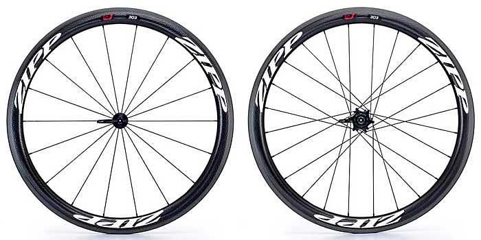 Ruedas Zipp 303 Firecrest Carbono para cubierta de bicicleta de competición.