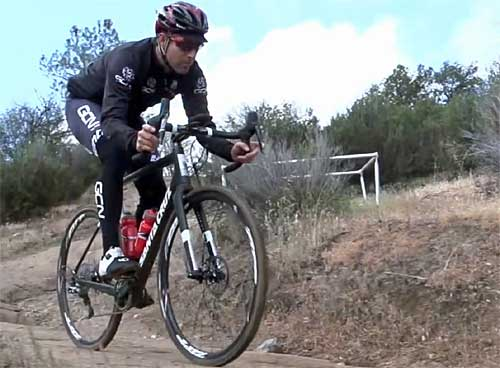 Las ruedas Zipp 30 Course con llanta de aluminio ofrecen durabilidad, versatilidad y rendimiento.