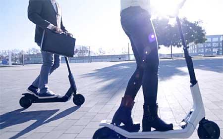 Los patinetes eléctricos ofrecen una nueva forma de desplazarte cómodamente por la ciudad.
