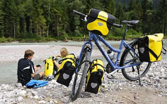 Comodidad y seguridad con las alforjas para cicloturismo Ortlieb Back Roller Classic