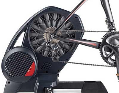El nuevo Rodillo de entrenamiento Elite Direto para ciclismo es práctico y eficiente