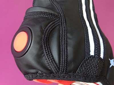 La alta calidad de fabricación distingue a los cubrezapatillas con luz de seguridad para ciclistas Sealskinz Halo