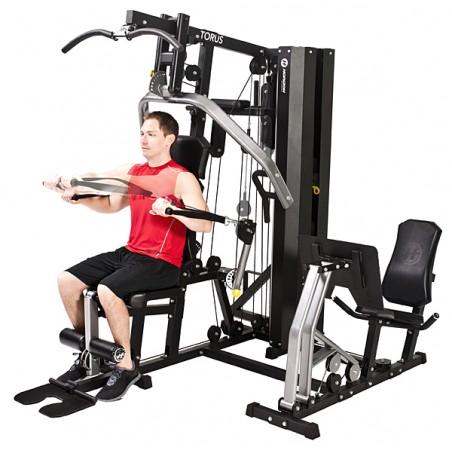 Vista lateral de la máquina musculación doméstica Horizon Torus 5 St carga 80 kg de placas movimiento bíceps