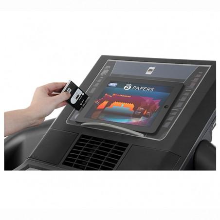 Tablet actuando cómo monitor y dispositivo Dual Kit T incorporado para navegar por Internet y entrenar