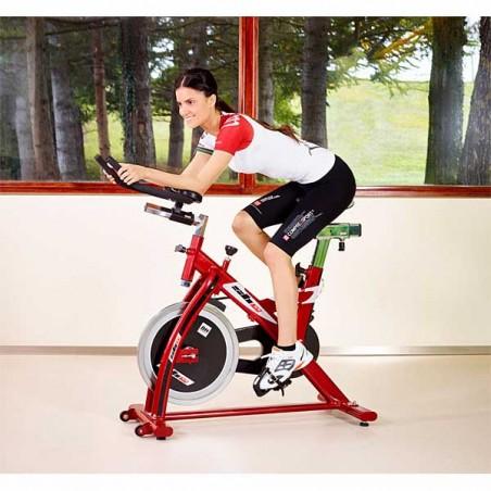 La bicicleta de spinning o ciclo indoor BH SB1.4 H9158 en acción